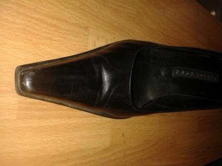 Scarpe con punte lunghe che diventano corte